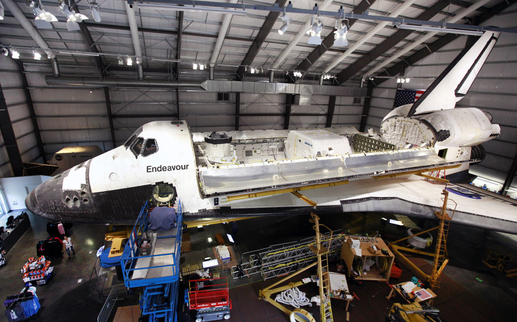Slideshow LAs retired shuttle Endeavour paired with space lab