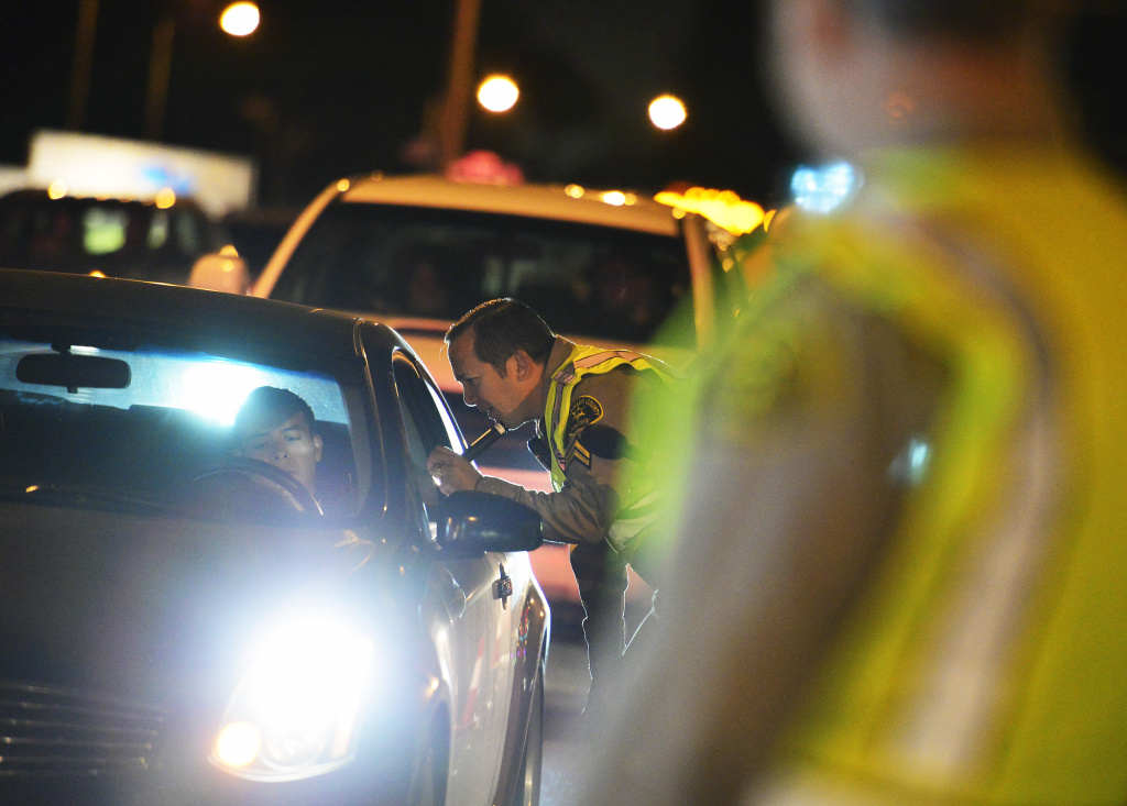 Los Angeles County Sheriff's Department deputies conduct a DUI checkpoint in Bellflower on March 6, 2014, near the intersection of Woodruff Avenue and Alondra Boulevard. Deputies asked passing motorists to show their driver's licenses and also asked drivers if they had consumed alcoholic beverages or taken drugs before driving.